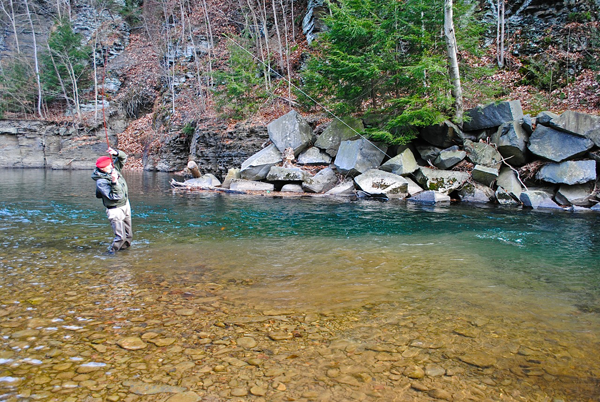 Fighting a big fish on tenkara